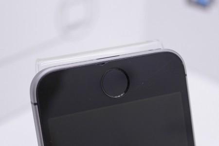 Смартфон Б/У Apple iPhone SE 64GB Space Gray