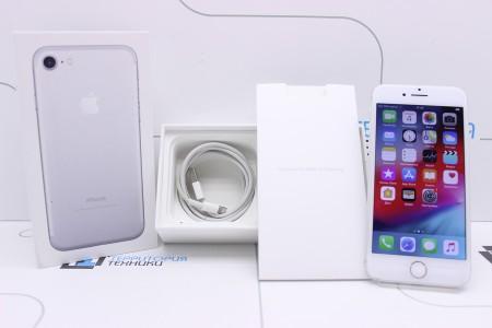Смартфон Б/У Apple iPhone 7 32GB Silver