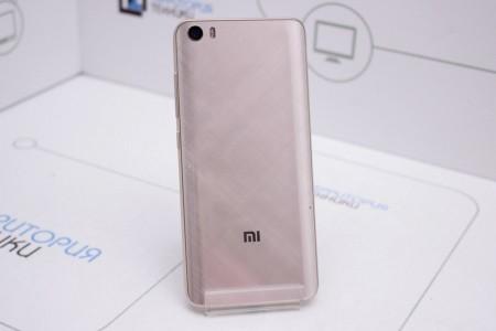 Смартфон Б/У Xiaomi Mi 5 32GB Gold