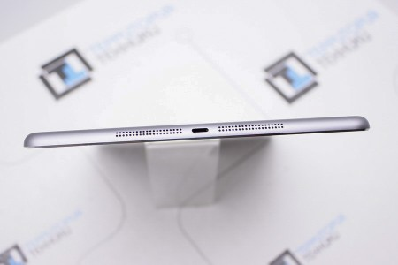 Планшет Б/У Apple iPad Air 16GB Space Gray (1 поколение)