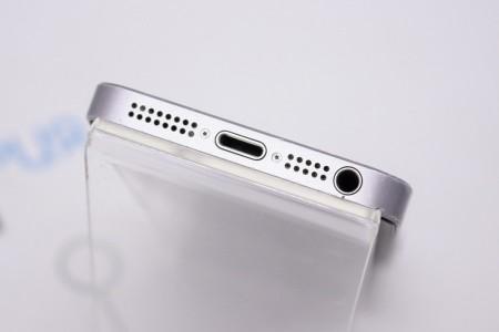 Смартфон Б/У Apple iPhone SE 64GB Gold